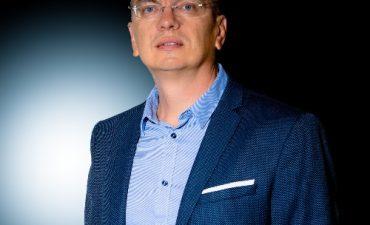dr. Úr László